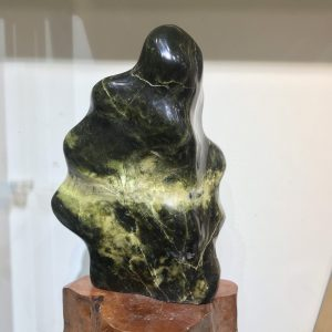 Cây đá phong thủy ngọc xanh đen đều toàn viên KT :32x23cm (chưa đế - đế ~10cm) kl :7,8 (MS : D31)